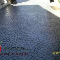 Pavimentos de hormigon impreso: Garajes de estilo  de Rompav hormigon impreso