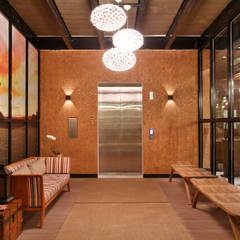 Casa Cor Rio de Janeiro: Corredores e halls de entrada  por Priscila Boldrini Design e Arquitetura
