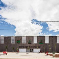 Centro Deportivo Vistas del Cerro Grande: Gimnasios de estilo  por ARQUITECTURA EN PROCESO