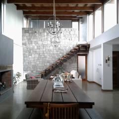 Viviendas Loteo Las Lavandas: Livings de estilo  por Azcona Vega Arquitectos