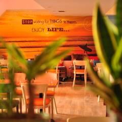 Renovation d'un restaurant: Restaurants de style  par lmarchitectureinterieure