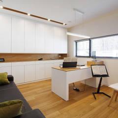 WW1: styl , w kategorii Domowe biuro i gabinet zaprojektowany przez Czajkowski Kuźniak Architekci