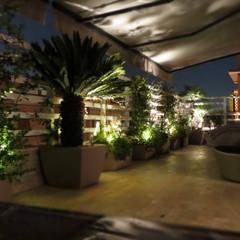 Terrazza in Roma: Terrazza in stile  di Fabio Valente Studio di architettura e urbanistica