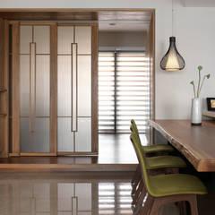 l 河岸邊邊 l:  餐廳 by 賀澤室內設計 HOZO_interior_design