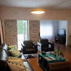 Sala Soul Carioca House: Hotéis  por Priscila Boldrini Design e Arquitetura