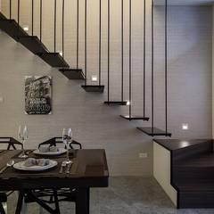鐵件樓梯:  走廊 & 玄關 by 你你空間設計