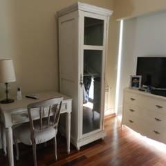 Casa en bario cerrado- Diseño de muebles personalizado: Dormitorios de estilo  por Sepia reciclados