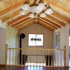 가평 빨간벽돌 주택: Timber house의  베란다