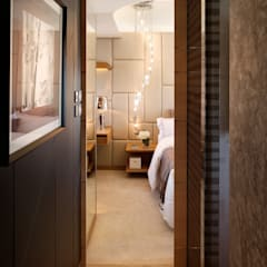 Mount East:  Bedroom by wayne corp,