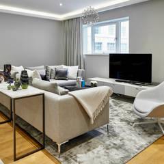 Living Room:  Living room by Morph Interior Ltd