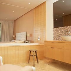 bathroom:  Bathroom by Till Manecke:Architect