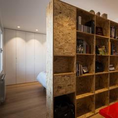 estudio y dormitorio principal: Estudios y despachos de estilo  de Ecoproyecta