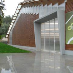 Centro de Alto Rendimento de Ténis do Jamor: Ginásios  por Jorge Lopes, LABORATÓRIO DE ARQUITECTURA