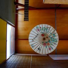 CASA VIVA: Pasillos y recibidores de estilo  por Guadalupe Larrain arquitecta,Industrial