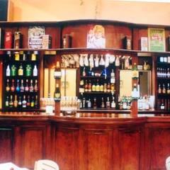 Restó Bar Bares y clubs de estilo clásico de Valy Clásico Madera Acabado en madera