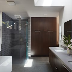 Glass Wall House:  Bathroom by Klopf Architecture