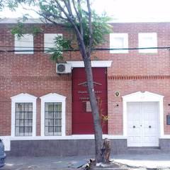 Estudio Jurídico - Contable: Edificios de Oficinas de estilo  por Valy,Ecléctico Ladrillos