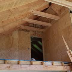 Cabaña Ñancul: Livings de estilo  por Arquitectura y Construcción Chinquel, Rústico Madera Acabado en madera