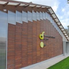 INSTITUTO DO DESPORTO DE PORTUGAL - Complexo Desportivo do Jamor - Centro de Alto Rendimento de Ténis: Ginásios  por Jorge Lopes, LABORATÓRIO DE ARQUITECTURA