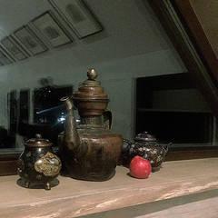 """""""Серый"""" дом: Окна в . Автор – DADA Studio, Эклектичный"""