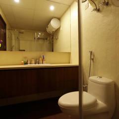 APARTMENT:  Bathroom by DESIGN5