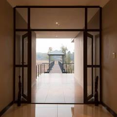 House Zwavelpoort AH:  Corridor & hallway by Metako Projex