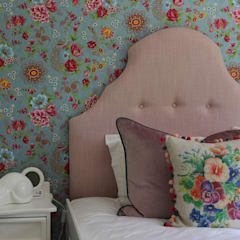 Little Girl's Room - Kloof:  Nursery/kid's room by Taryn Flanagan Interiors,