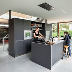 Villa V:  Keuken door Architectenbureau Paul de Ruiter
