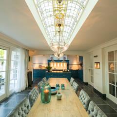 Renovatie en inrichting monumentale stadsvilla:  Keuken door Atelier Denessen Architecture