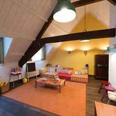 Renovatie en inrichting monumentale stadsvilla:  Kinderkamer door Atelier Denessen Architecture