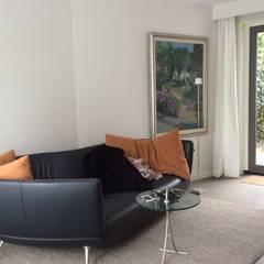 Aanbouw aan zijkant villa:  Mediakamer door Studio Inside Out
