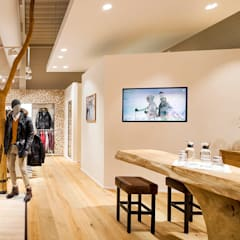 BOGNER OUTLETSTORE BERNAU:  Geschäftsräume & Stores von mhp | Architekten Innenarchitekten