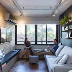 Living room by K+S arquitetos associados