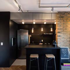 Apartamento Soho: Cozinhas  por K+S arquitetos associados