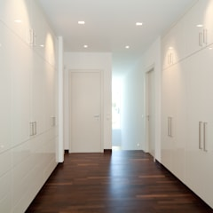 Walk in closet de estilo  por jle architekten