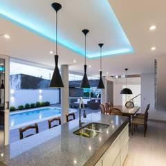 Casa Rio da Varzea: Salas de jantar  por 151 office Arquitetura LTDA
