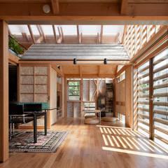 外・〈外〉・《外》: A.A.TH ああす設計室が手掛けた寝室です。,インダストリアル 木 木目調