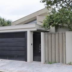 Residencia Cobertura inclinada : Casas minimalistas por Barbara Oriani Arquiteta