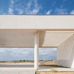 Bloco Administrativo - UFC Crateús: Jardins minimalistas por Rede Arquitetos