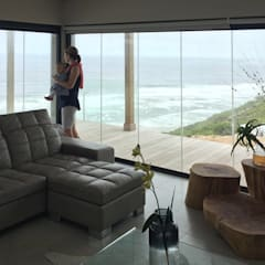 Brenton House Living room 01:  Living room by Sergio Nunes Architects