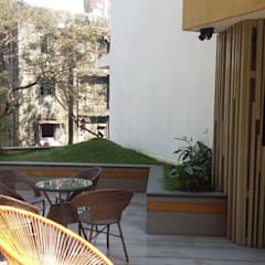 ​2nd floor terrace garden:   by Land Design landscape architects,