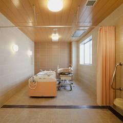 機械浴室|茨城県土浦市|ラグジュアリー老人ホーム: 株式会社小木野貴光アトリエ 級建築士事務所が手掛けたスパです。
