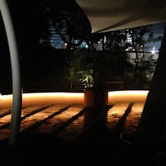 Lighting for seats:  Commercial Spaces by Land Design landscape architects,