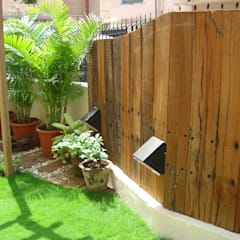 Wood cladded compound wall: tropical Garden by Land Design landscape architects