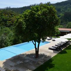 Área da piscina: Jardins  por APROplan