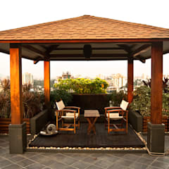 Covered sitting area:  Garden by Land Design landscape architects