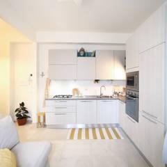 Interior | Cesenatico: Cucina in stile in stile Mediterraneo di Civicocinquestudio
