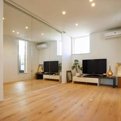 向陽台の家: 福田康紀建築計画が手掛けた和室です。,北欧