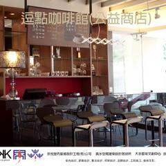 京悅設計-逗點咖啡館(逗點青少年公益商店):  展覽中心 by 京悅室內裝修設計工程(有)公司|真水空間建築設計居研所