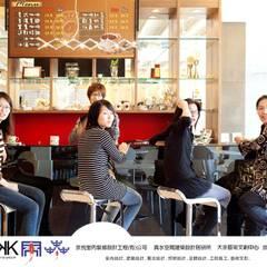 京悅設計-逗點咖啡館(逗點青少年公益商店):  活動場地 by 京悅室內裝修設計工程(有)公司|真水空間建築設計居研所
